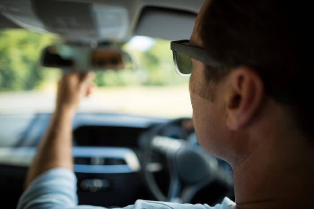 adjusting rearview mirror
