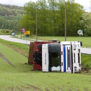 Benefits of Hiring a Truck Accident Attorney