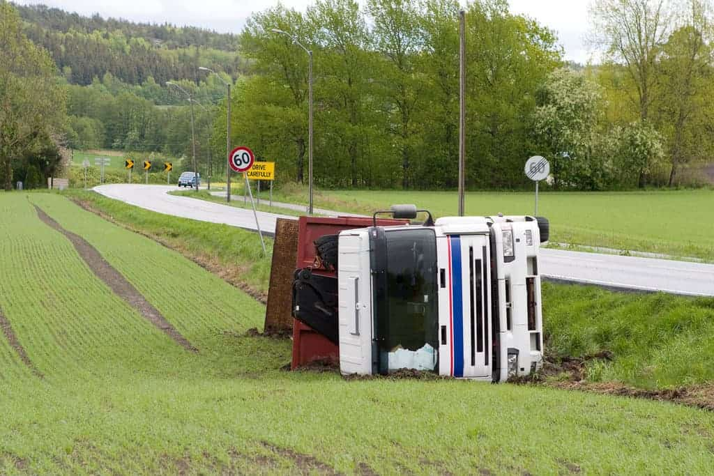 Read more about the article Benefits of Hiring a Truck Accident Attorney