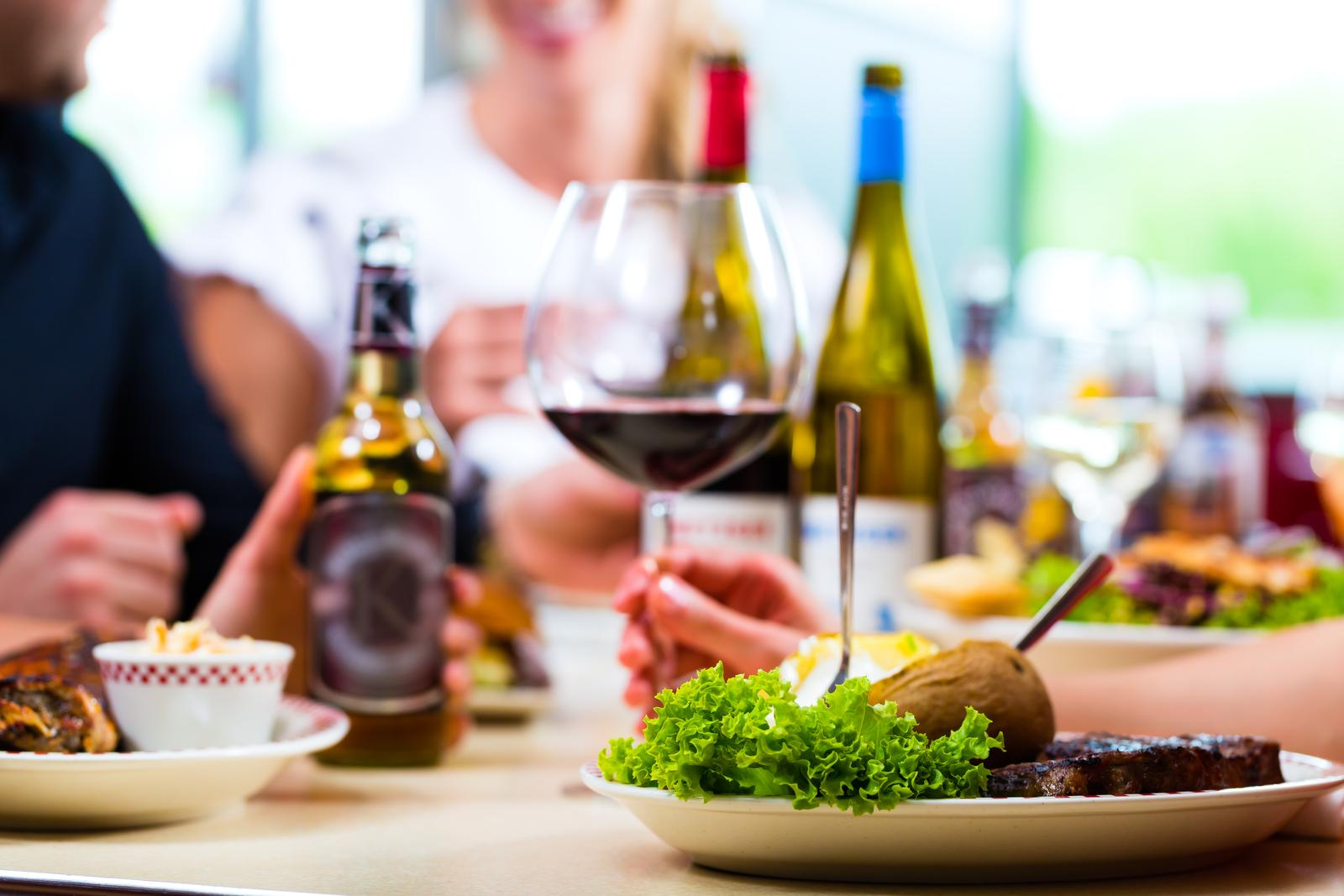 Read more about the article What to Know About Pairing Alcohol with Food